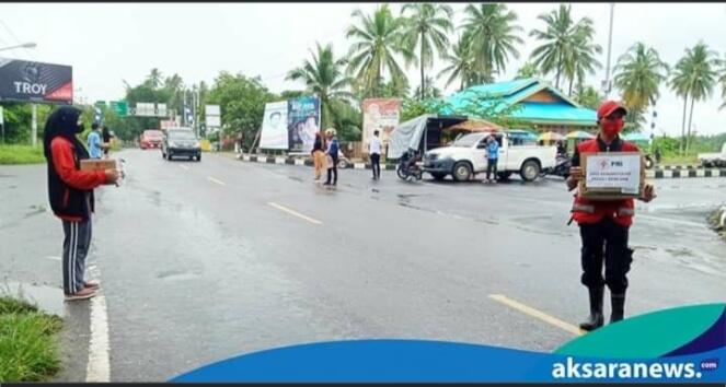 Sempat Diguyur Hujan, PMI Dan PPI Boltim Tetap Galang Dana Untuk Korban Banjir Bolmong dan Bolsel