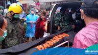 Korban jiwa saat diangkut oleh tim Basarnas Manado (AKSARA Foto/Dimas Koesnan)