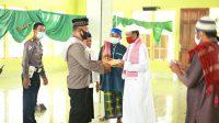 Polres Boltim Beri Bantuan Pembangunan Teras Masjid Nurul Janah Tutuyan II (Aksara Foto/Riswan Hulalata)