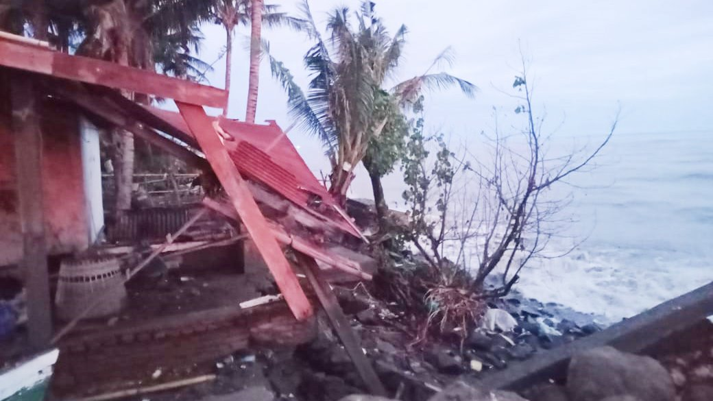 5 rumah warga Pa'jukukang Bantaeng rusak akibat abrasi air laut