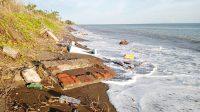 Kuburan warga pesisir Biangkeke Bantaeng rusak dihantam air pasang